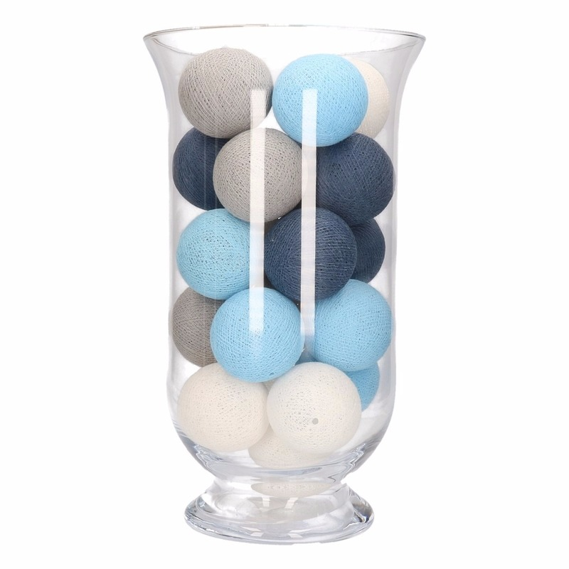 Vensterbank decoratie blauw grijs witte lichtslinger in for Woondecoratie vensterbank